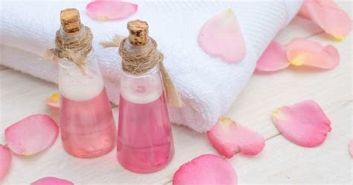 Top 7 Benefits of Washing Face with Rose Water
